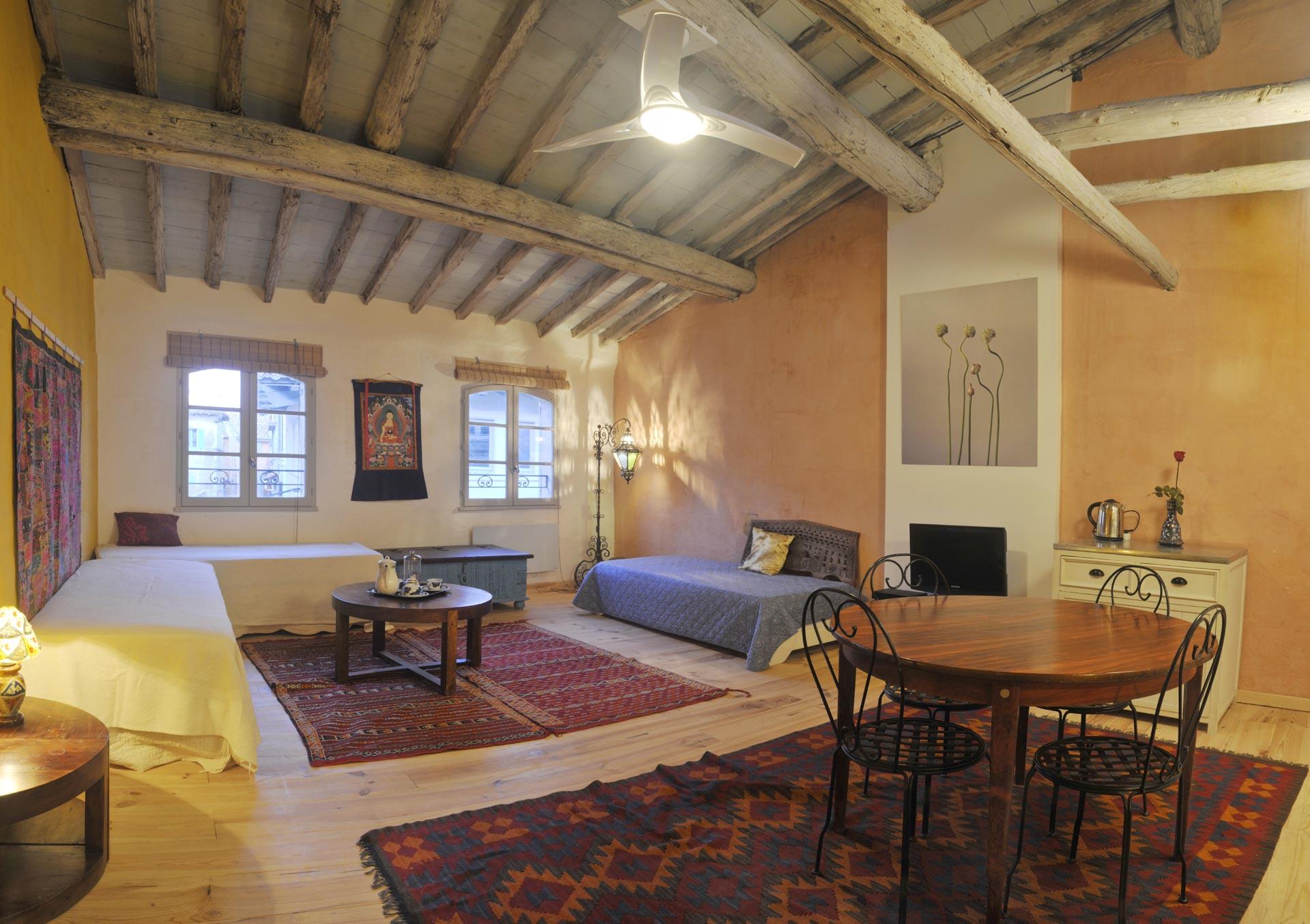 Bed-breakfast-Arles-Zen-Panorama-lounge