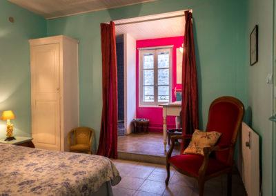 WLM-family-suite-bathroom-bed-breakfast-arles