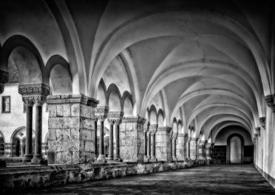 cloister-3130878_1920